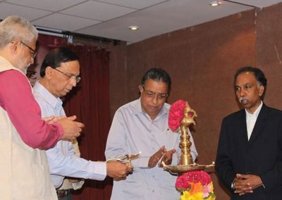 Lighting-of-lamp-by-our-honourable-guests-640x460